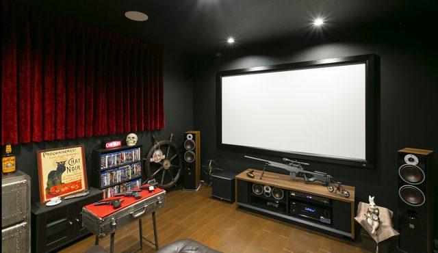 専用室シアターCASE4<br>映画へのロマンを掻き立てる隠れ家