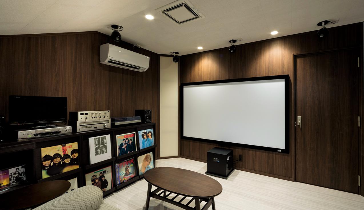 専用室シアターCASE10<br>レコードのコレクションが飾られた屋根裏部屋