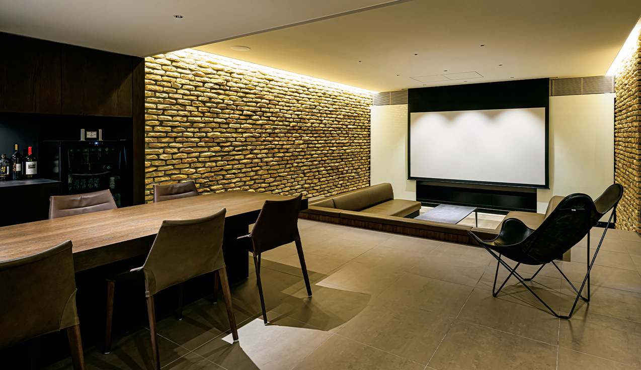 専用室シアターCASE8<br>デザインとオートメーションにこだわった地下室